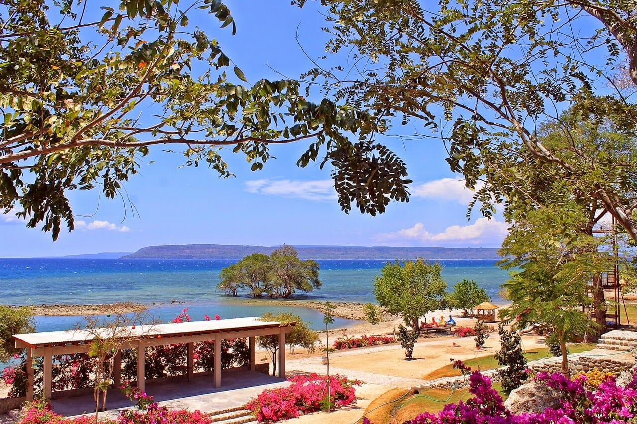 1 Pantai Ai Loang turisindo Visit Nusa Tenggara