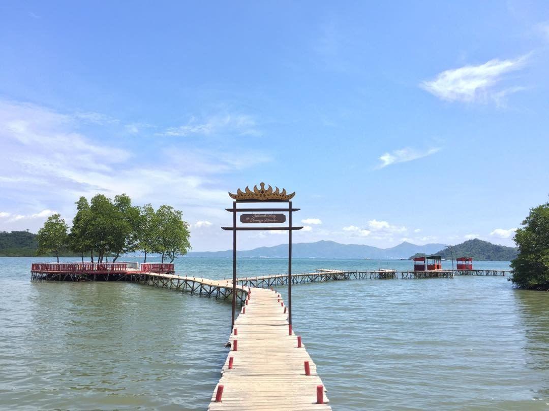 2 Pantai Dewi Mandapa turisindo Travelingan