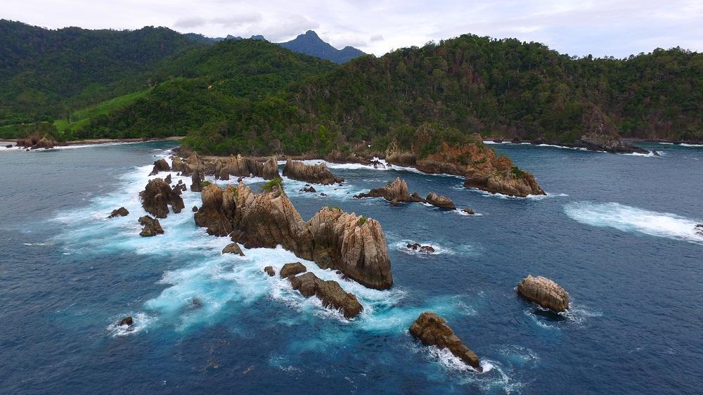 Wisata Lampung Pantai Gigi Hiu