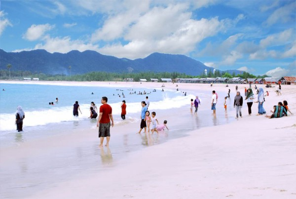 Wisata Aceh Pantai Lampuuk