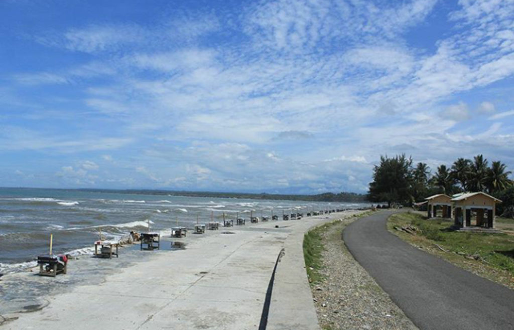 Pantai Pasar Bawah, photo by Fenny Blog