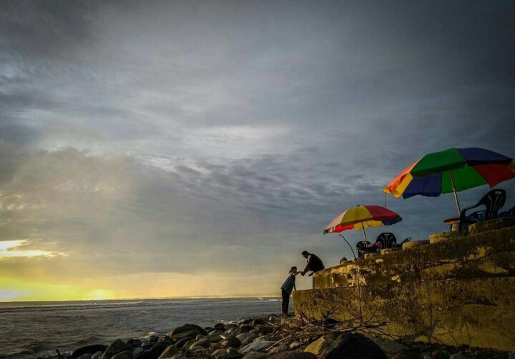 Pantai Pasar Bawah, photo by RMOL Bengkulu