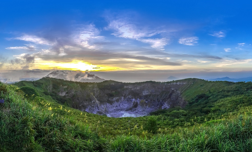 Gunung Mahawu, photo by Pegipegi