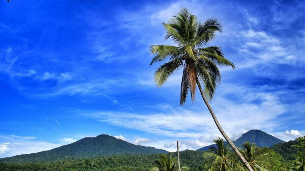 Gunung Dua Saudara, photo by Trover